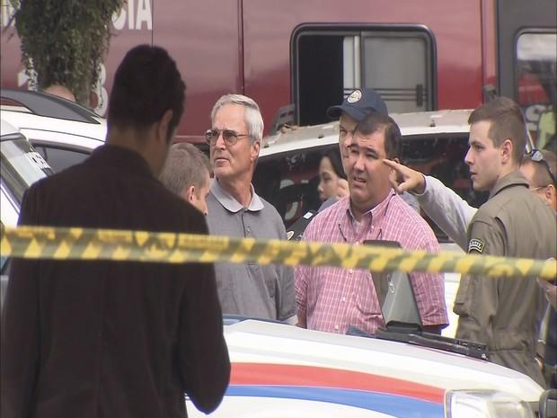 Americanos ajudam nas buscas em Santos, SP (Foto: Reprodução / TV Tribuna)