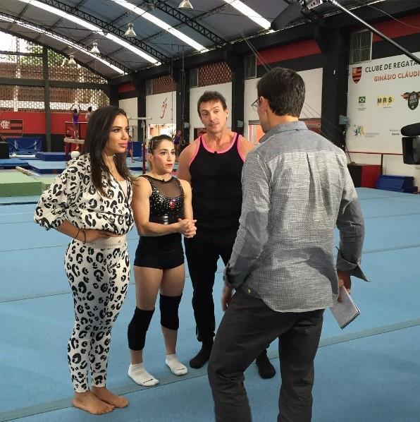 Anitta acompanhou um dia de treinos da ginasta Daniele Hyplito  (Foto: Reproduo/Instagram)
