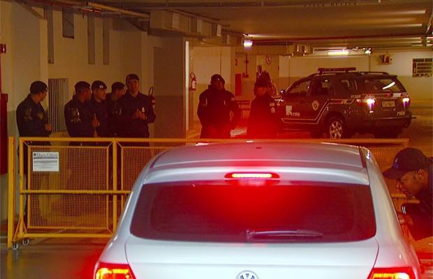 Policiais do Garra fazem cerco na Prefeitura de Campinas (Foto: Reprodução EPTV)