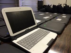 Com policial foram encontrados 24 netbooks (Foto: Bernardo Bortolotto/RBS TV)