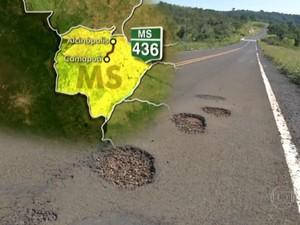 Inaugurada há menos de dois anos, MS-436 tem rachaduras e buracos (Foto: Reprodução/TV Globo)