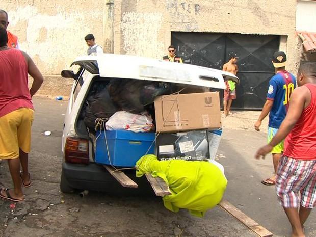 Moradores desocupam casas do Morro da Boa Vista, no Espírito Santo (Foto: Reprodução/ TV Gazeta)