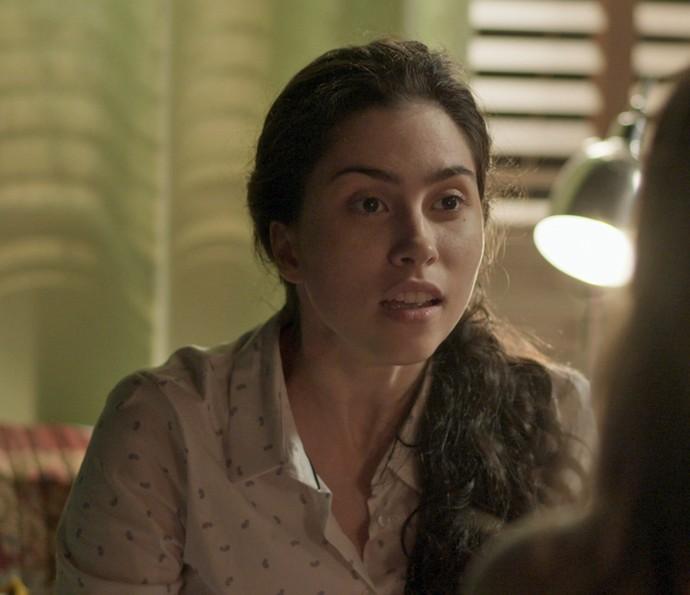 Débora gosta de ouvir os conselhos de Cassandra (Foto: TV Globo)