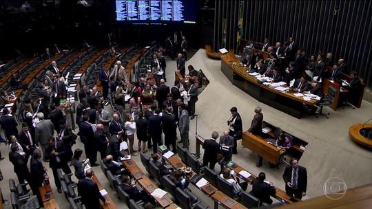 Câmara adia votação de projeto que tira poder do TSE para punir partidos