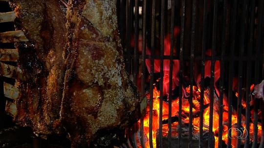 Veja a receita de costela bovina que demora seis horas para ficar pronta