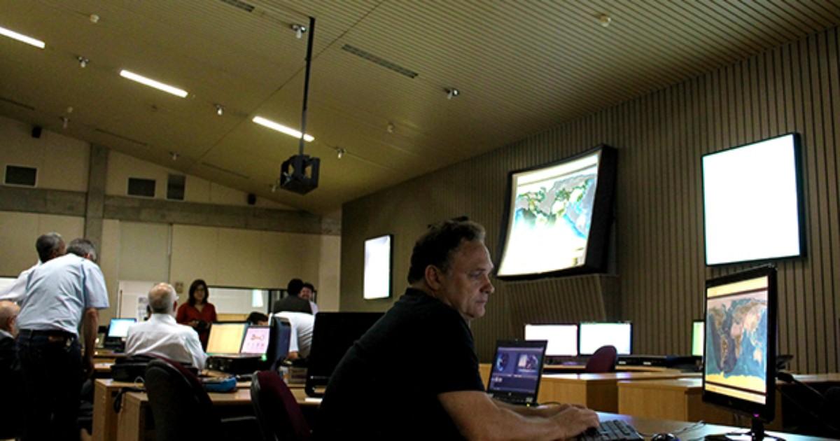 Parceria entre Brasil e China, satélite Cbers-4 é lançado ao espaço - Globo.com