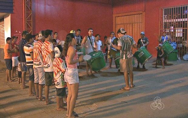 Bloco Vila do Fuxico foi terceira colocada no Carnaval 2016 e aposta em samba-enredo nesta edição (Foto: Acre TV)