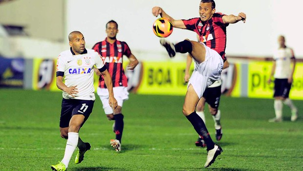 Emerson Corinthians e Atlético-PR (Foto: Marcos Ribolli)
