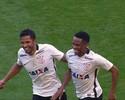 Current champions are in front! Confira o gol de Elias narrado em inglês