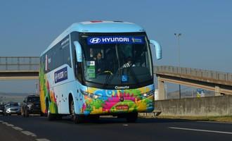 Ônibus da França em Ribeirão Preto (Foto: Rodolfo Tiengo)