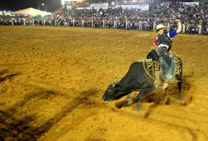 Final do rodeio da Expoacre 2015  (Foto: Nathacha Albuquerque)