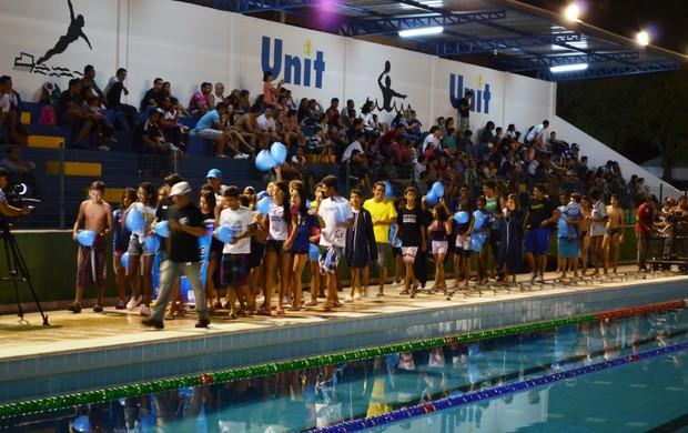 Atletas desfilaram antes de cair na água no Desafio TV Sergipe (Foto: Felipe Martins/GLOBOESPORTE.COM)