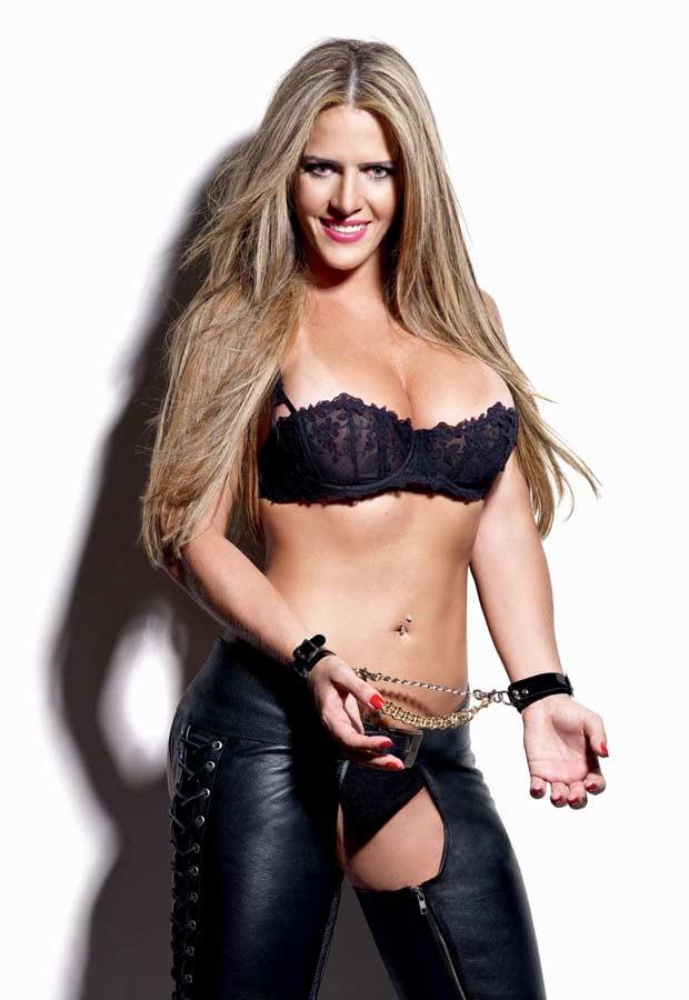 Denise Rocha em imagem de divulgação do ensaio para revista masculina (Foto: Divulgação/Playboy)
