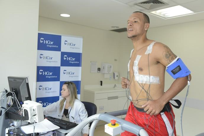 Luis Fabiano Exame Médico (Foto: Roberto Loffel/HCor)