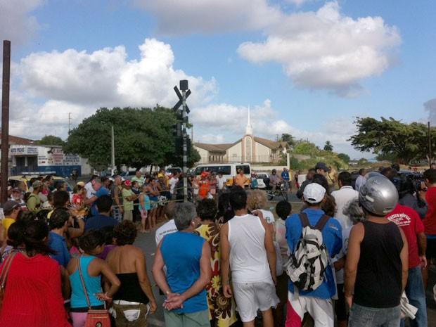 Vítimas foram atropeladas por trem numa passagem de nível na zona Norte de Natal (Foto: Matheus Magalhães/G1)