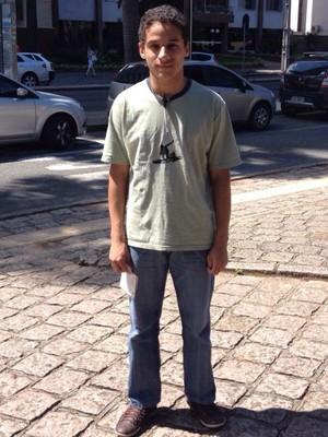 'Chutei tudo o que podia', diz jovem após deixar a prova (Thais Skodowski / G1)