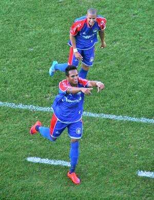 Robson atacante São Caetano (Foto: Marcelo Santoro)