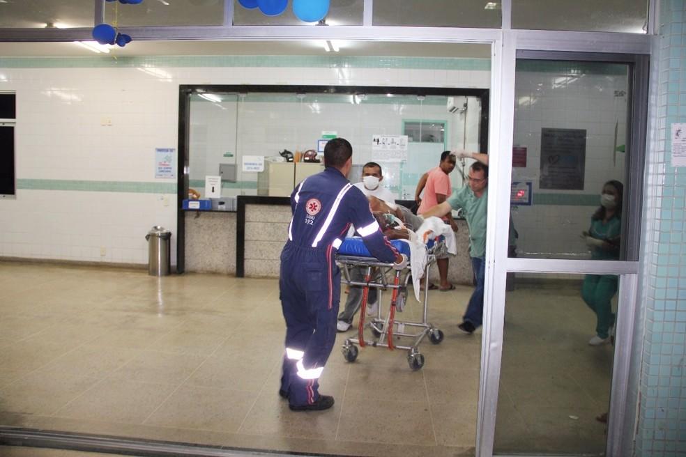 Socorrido ao hospital, João Maria Figueiredo, de 45 anos, não resistiu ao ferimento e morreu após cirurgia  (Foto: Marcelino Neto/O Câmera)