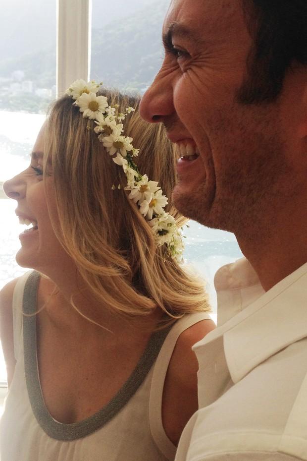 Gabriel Braga Nunes sobre casamento e filha: 'Duplamente felizes'