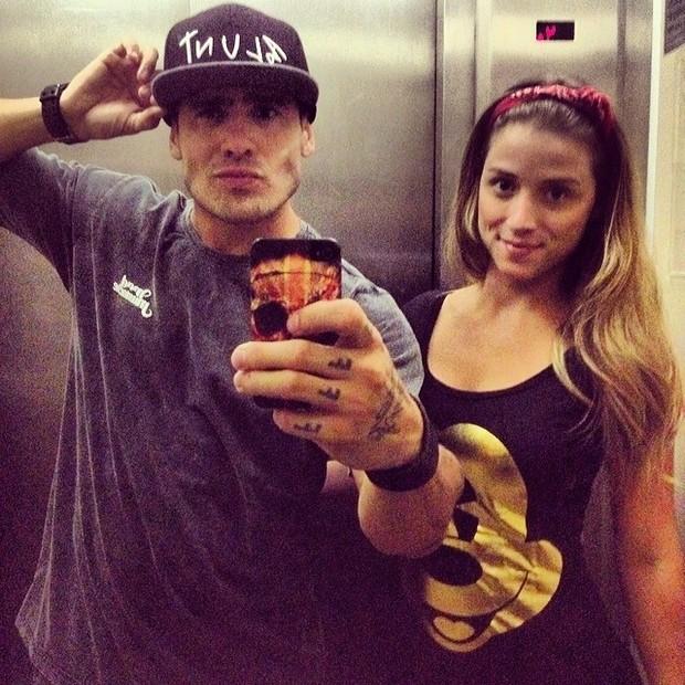 Ex-BBB Yuri e a namorada, Angela Sousa (Foto: Instagram/ Reprodução)