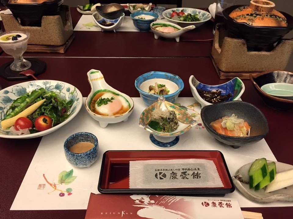 Jantar no estilo kaiseki (Foto: Reprodução/Facebook)