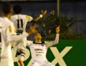 Gol Arthur comemoração Tupi-MG x Ceará Copa do Brasil Juiz de Fora (Foto: Bruno Ribeiro)
