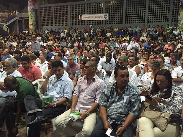 Bancários se reuniram em assembleia em Salvador nesta quarta-feira  (Foto: Giana Mattiazzi/TV Bahia)