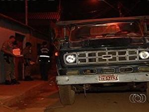 bebê sai de casa atropelado Goiás (Foto: Reprodução/TV Anhanguera)