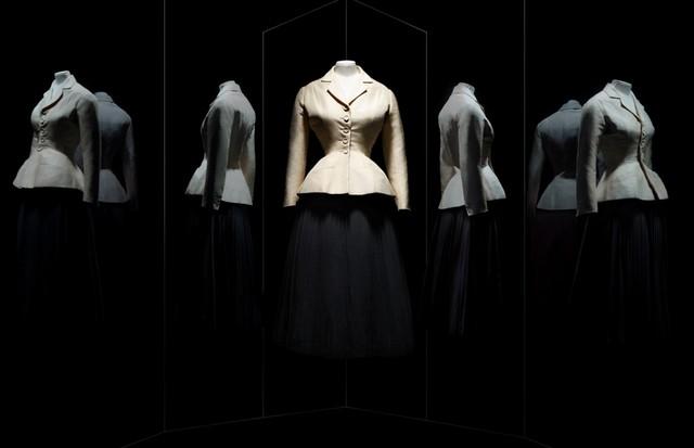A Bar skirt suit by Christian Dior, haute couture spring-summer 1947 (Foto: Reprodução)