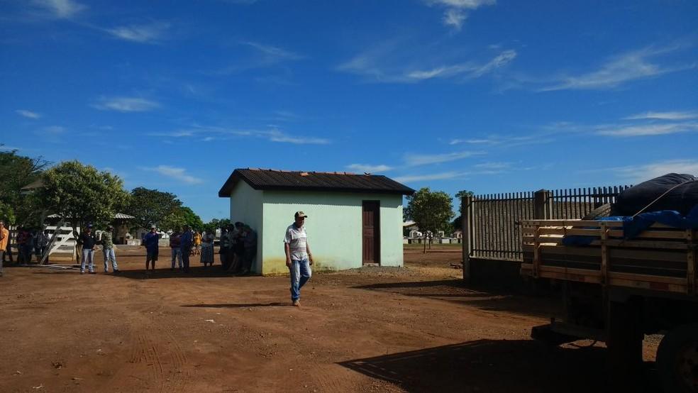 Familiares e moradores acompanharam a chegada dos nove corpos em Colniza (Foto: Polícia Civil de Mato Grosso)