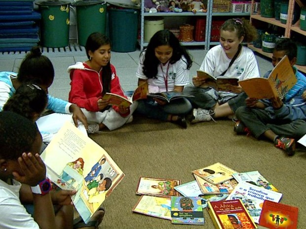 Há 10 anos, lei prevê o ensino da história e da cultura afro-brasileira nas escolas, em Araraquara (Foto: Paulo Chiari/EPTV)
