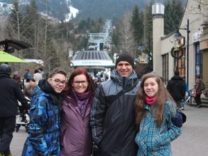 Elias viajou com os pais e a irmã Cecília em 2013 para o Canadá (Foto: Arquivo Pessoal)