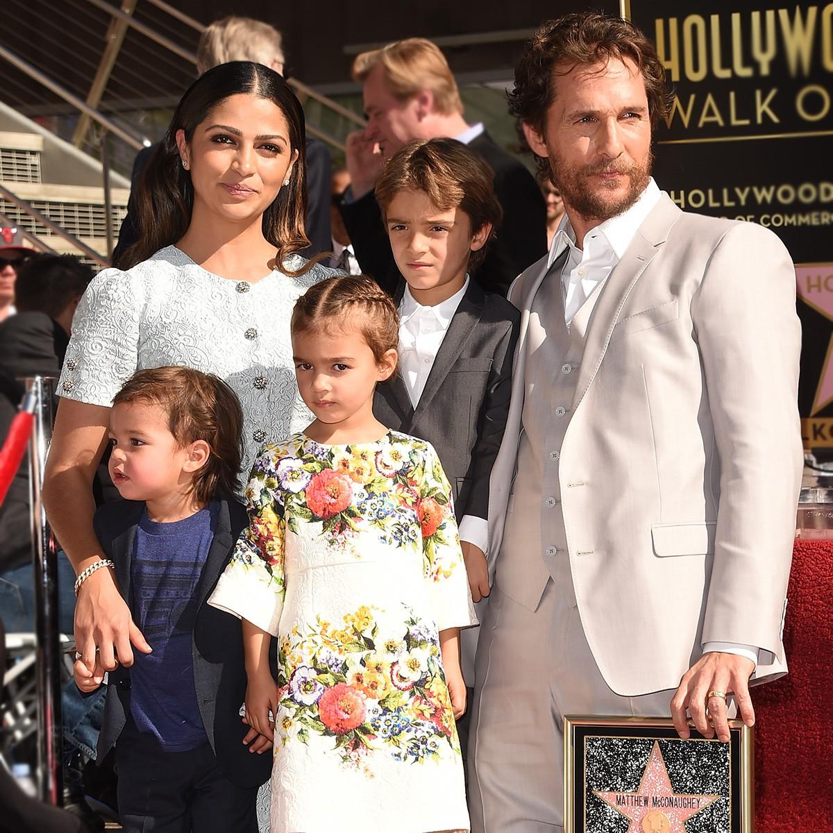 Matthew McConaughey e Camila Alves obviamente recorreram às raízes da brasileira na hora de escolher o nome da menina Vida e Levi não é tão diferente, só não revelaram de onde vem o nome do menino Livingston (Foto: Getty Images)