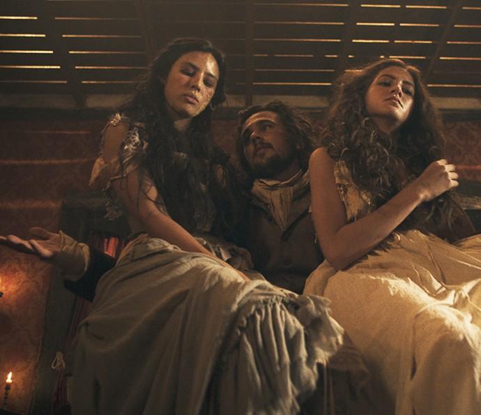 Xavier com as meninas do bordel (Foto: TV Globo)