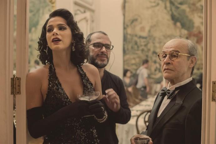 Bruna Marquezine e Osmar Prado são dirigidos por Villamarim (Foto: Globo/Estevam Avellar)