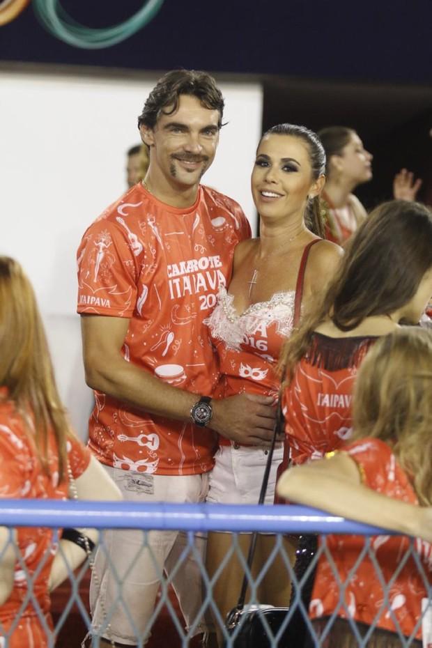 Giba e a namorada (Foto: Daniel Pinheiro / AgNews)