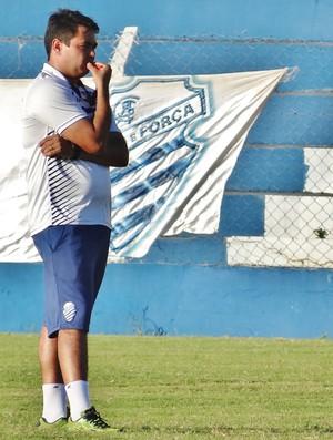 Marlon Araújo tem dúvidas no time titular do CSA (Foto: Henrique Pereira/ GloboEsporte.com)
