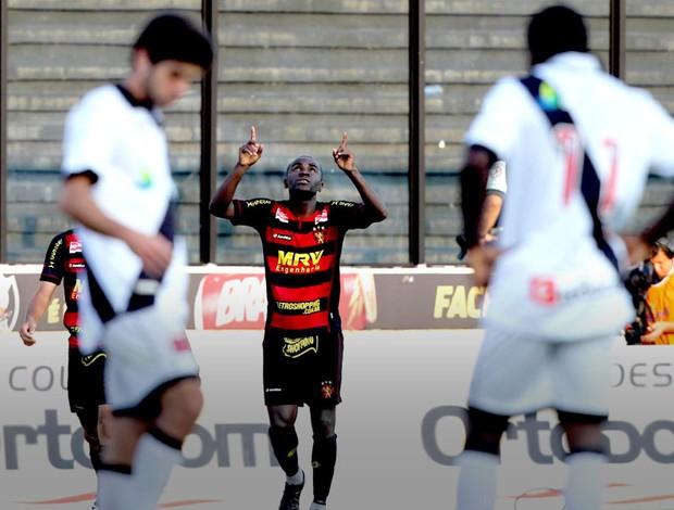 Hugo comemora gol do Sport sobre o Vasco (Foto: Wilton Junior / Ag. Estado)