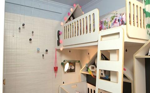 1 quarto para 3 irmãos: veja as soluções encontradas para acomodar bebês e a irmã mais velha no cômodo