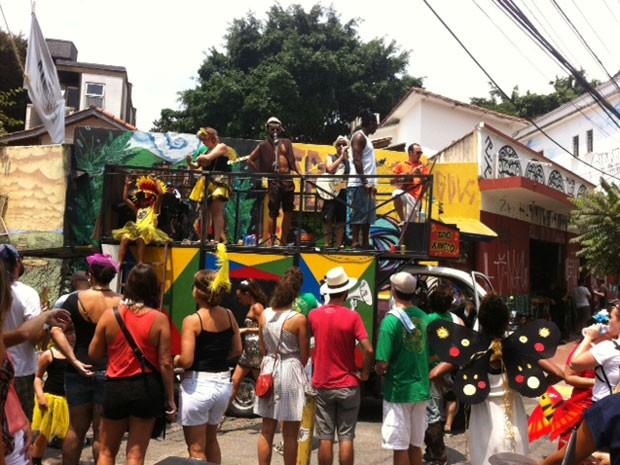 """Foliões na via conhecida como """"Beco do Batman"""", na Vila Madalena, neste sábado (Foto: Paulo Toledo Piza/G1)"""