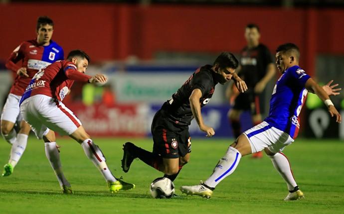 Paraná Atlético-PR Vila Capanema (Foto: Daniel Castellano/Gazeta do Povo)