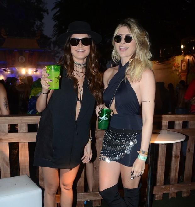 Thayla Ayala e Julia Faria  (Foto: Eduardo Martins / Agnews)
