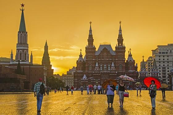 Pôr do sol na Praça Vermelha, atrás do Museu Histórico do Estado e da Torre Nikolskaya  (Foto: © Haroldo Castro/ÉPOCA)