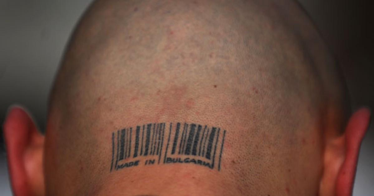 Búlgaro exibe tatuagem com código de barras na nuca