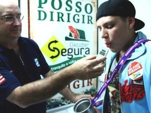 'Oktober Segura' oferece carona para motoristas alcoolizados (Foto: Marcelo Martins/Divulgação)
