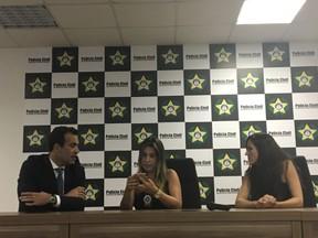 O advogado Michel Assef Filho, a delegada titular da DRCI Daniela Terra e a delgada assistente Fernanda Fernandes (Foto: Lais Gomes/EGO)
