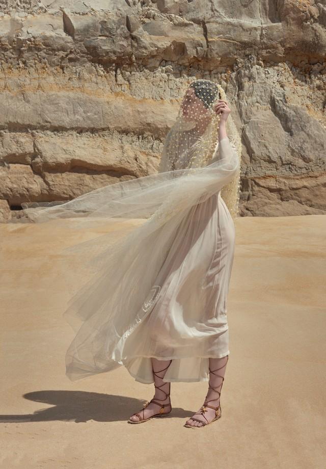 Vestido deve ser arejado e exposto ao sol periodicamente (Foto: Zee Nunes/Arquivo Vogue)