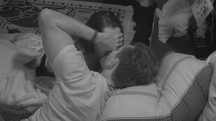 Marcou rouba beijo de Emilly  (Foto: TV Globo )