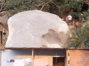 Pedra que rolou em Boa Vista (Foto: Luiz Filipe Lannes/ VC no ESTV)