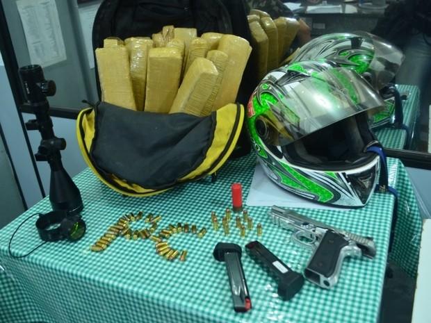 Drogas e armas foram apreendidos em operação (Foto: Polícia Civil/Divulgação)